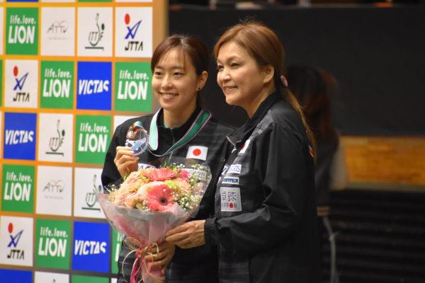 '19アジアカップでの石川佳純選手とお母さま